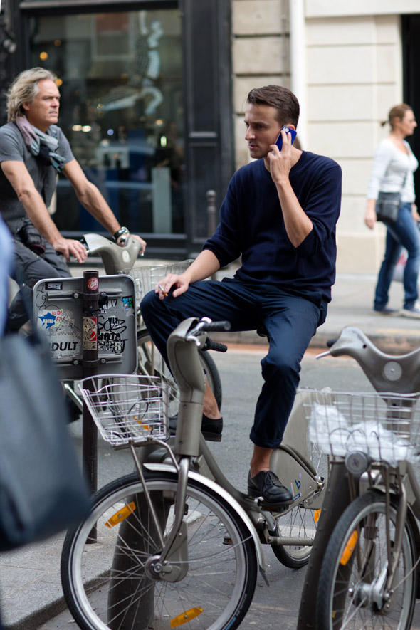 paris-navy-street-style-menswear-sweatshirt-chino