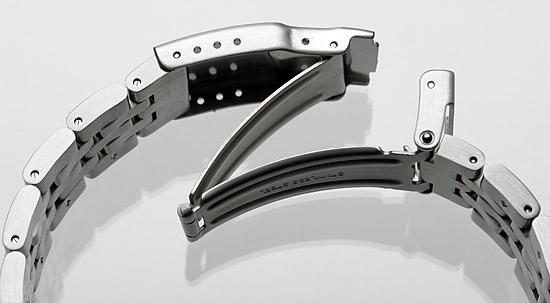 steel-watch-bracelet-deployment