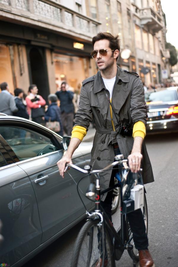 trench_on_bike_milan