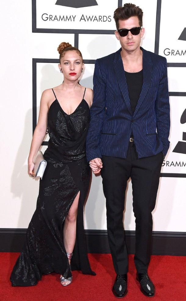 rs_634x1024-160215155110-634.Josephine-de-La-Baume-Mark-Ronson-Grammy-Awards.ms.021516