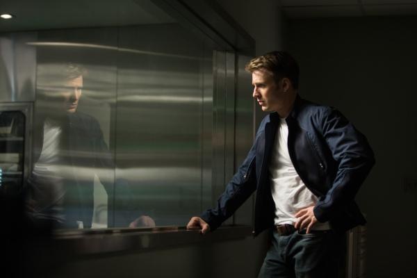 """""""Marvel's Captain America: The Winter Soldier"""" Captain America/Steve Rogers (Chris Evans) Ph: Zade Rosenthal © 2014 Marvel. All Rights Reserved."""