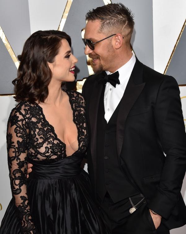 Đừng nhìn vợ Tom!