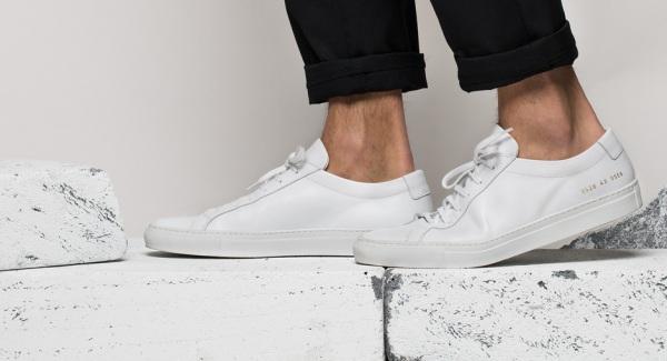Common Projects, một trong những cái tên thành công nhất hiện nay với sneakers trắng tối giản.