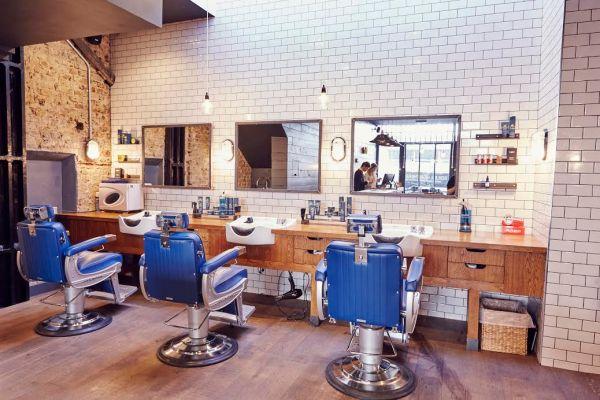 Một góc trong salon của Rafians ở London, Anh quốc.
